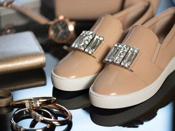 Las zapatillas conquistan los estilos chic urbanos Michel Kors