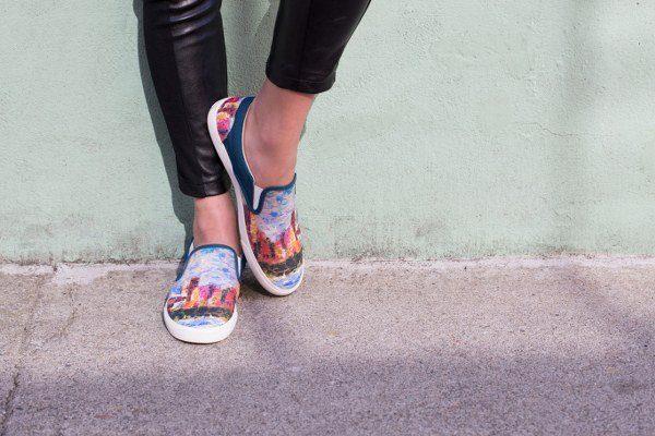 Las zapatillas conquistan los estilos chic urbanos Bucketfeed